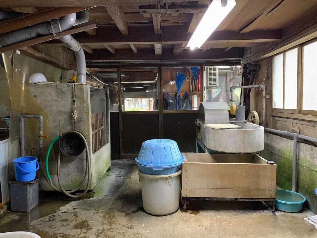 長田製紙所工場内には、和紙の原料の繊維を整えるなぎなたビーターがあります。