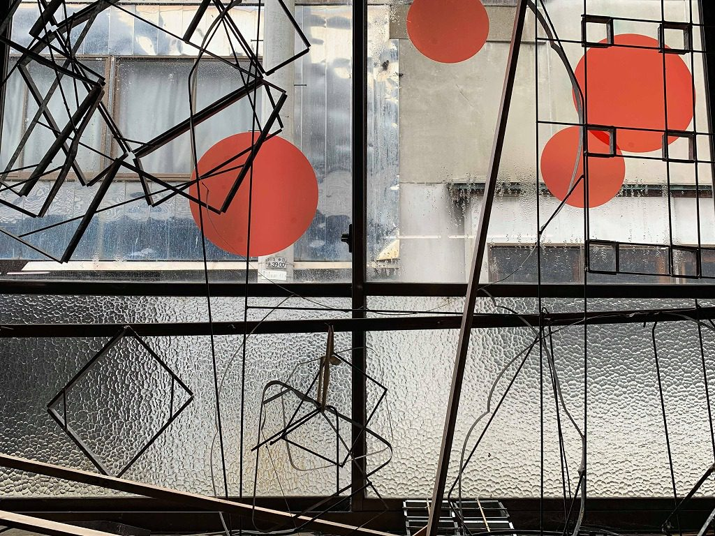 長田製紙所の工場の窓には、RENEWのシールが未だに貼ってあります。