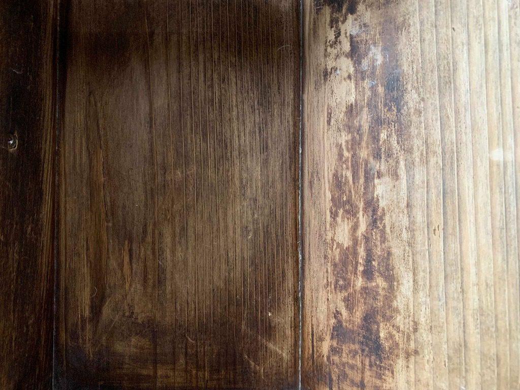 長田製紙所内の古い板、味のある板がたくさんあります。